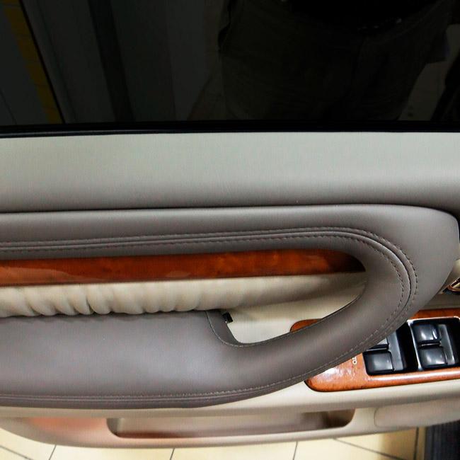 Пошив обивки дверей автомобиля