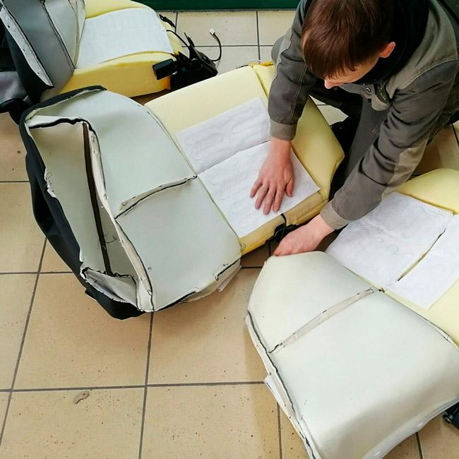 Процесс перетягивания сидений